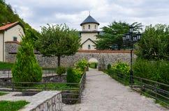 对Moraca,黑山修道院的入口  图库摄影