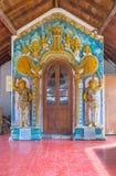 对Natha Devale寺庙的入口门 免版税库存照片