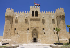 对Qaitbay城堡的入口  免版税库存图片