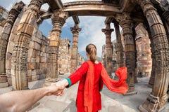 对Qutub Minar的跟我学 免版税库存图片