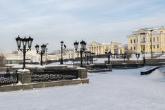 对Rastorguevs房子的看法在冬天 免版税库存图片
