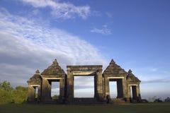 对Ratu Boko寺庙, Java,印度尼西亚的门户 库存图片