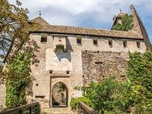 对Runkelstein城堡, Castel Roncolo,波尔查诺,意大利的入口 免版税图库摄影