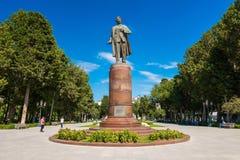 对Samed Vurgun、阿塞拜疆诗人和编剧的纪念碑 库存照片