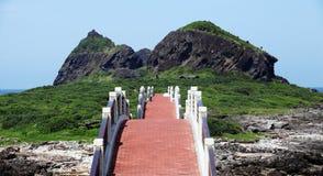 对Sansiantai风景公园的桥梁台东县的,台湾 免版税库存照片