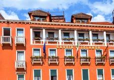 对Savoia和Jolanda与垂悬fl的旅馆的白天视图门面 库存图片