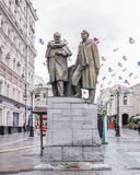 对Stanislavsky和Nemirovich-Danchenko的纪念碑在Kamerge 免版税库存照片