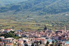 对Starigrad的看法,赫瓦尔岛海岛的一个镇 库存图片