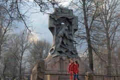 对Steregushchy的纪念碑 免版税库存图片
