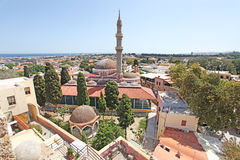 对Suleiman清真寺的看法从Roloi钟楼在罗得岛老镇 希腊 库存图片