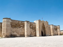 对Sultanhani商队投宿的旅舍的入口在丝绸之路, 免版税库存图片