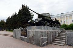 对T-34坦克的纪念碑在下诺夫哥罗德克里姆林宫 图库摄影