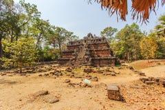 对Ta Prohm寺庙,吴哥城,暹粒,柬埔寨的损坏的入口 库存照片