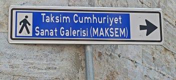 对Taksim广场的标志在伊斯坦布尔 免版税库存照片