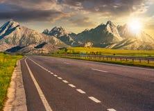 对tatra山土坎的高速公路 免版税库存照片
