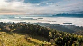 对Tatras的美丽的景色在日出在秋天,波兰 库存照片