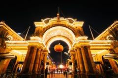 对Tivoli庭院的入口在晚上,在哥本哈根,丹麦 库存照片