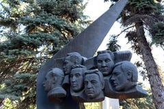 对TU-144航空器的乘员组的纪念碑,在1977年6月3日的勒布尔热被伤害,在新处女公墓在莫斯科 库存图片