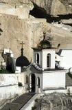 对Uspensky洞修道院的入口 免版税库存照片