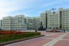 对v的chapaev纪念碑 我 列宁和香港礼宾府在独立广场,米斯克,白俄罗斯 免版税库存图片