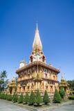 对Wat查龙的旅行在普吉岛, 免版税库存照片