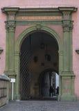 对Wawel庭院的入口 免版税库存照片