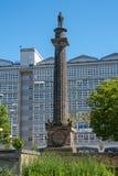 对Wilberforce阁下的纪念碑有后边船身学院的 免版税库存图片