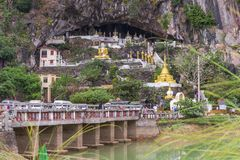 对Yathaypyan洞的Hpa, Myanamar的入口 免版税库存图片