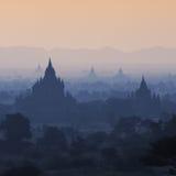 寺庙剪影在Bagan,缅甸 图库摄影