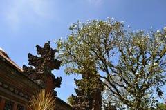 寺庙和树 免版税库存照片