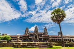 寺庙和棕榈树 库存图片