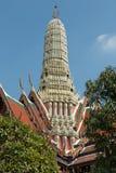 寺庙和stupa在盛大宫殿里面在曼谷,泰国,泰国皇家的家 免版税库存照片
