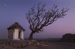 寺庙在亨比[亨比、卡纳塔克邦,印度] 免版税图库摄影