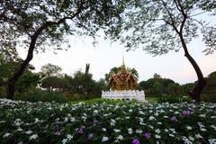 寺庙在公园 库存照片