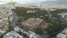 寺庙在奥林匹亚的宙斯在雅典和城市的现代部分鸟瞰图  影视素材