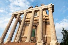 寺庙在罗马广场 免版税库存照片