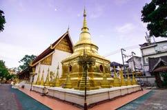寺庙在蓝天下 库存照片