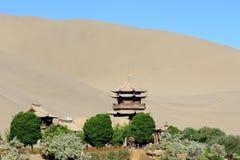 寺庙在隔壁滩在Dunhang 图库摄影
