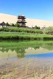 寺庙在隔壁滩在Dunhang 免版税库存照片