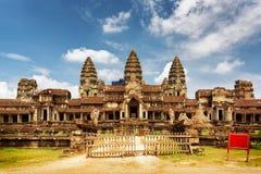 寺庙复杂吴哥窟东部门面在暹粒,柬埔寨 免版税库存图片