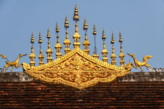 寺庙屋顶建筑学-琅勃拉邦,老挝 免版税库存照片