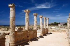 寺庙废墟的古老专栏,塞浦路斯国王,坟茔  图库摄影
