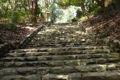 去寺庙或寺庙的日本楼梯 免版税库存图片