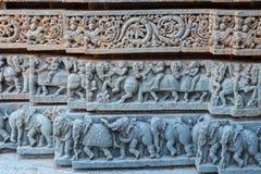 寺庙柱基雕刻在卡纳塔克邦,印度 图库摄影