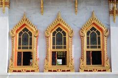 寺庙泰国美妙结构树的视窗 库存图片