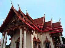寺庙泰国被设计的屋顶  免版税库存图片