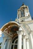 寺庙灯塔迈拉圣尼古拉斯在村庄Malorechen 图库摄影