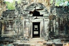 寺庙的一个古老门 免版税库存图片