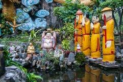 寺庙的五颜六色的庭院 免版税库存照片
