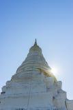 寺庙的古老塔有太阳射线的 免版税库存图片